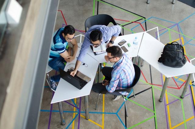 Πώς να είστε ένας σπουδαίος σύμβουλος σχεδιασμού και πού να βρείτε έναν για εσάς